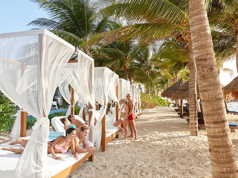 couples-resort-beach-pics-black-fights-on-video